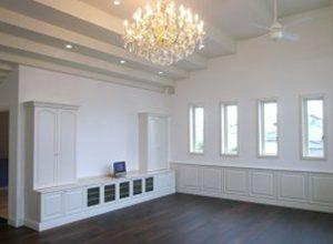 テレビボード 白を基調とした重厚デザインのリビング家具のプラン
