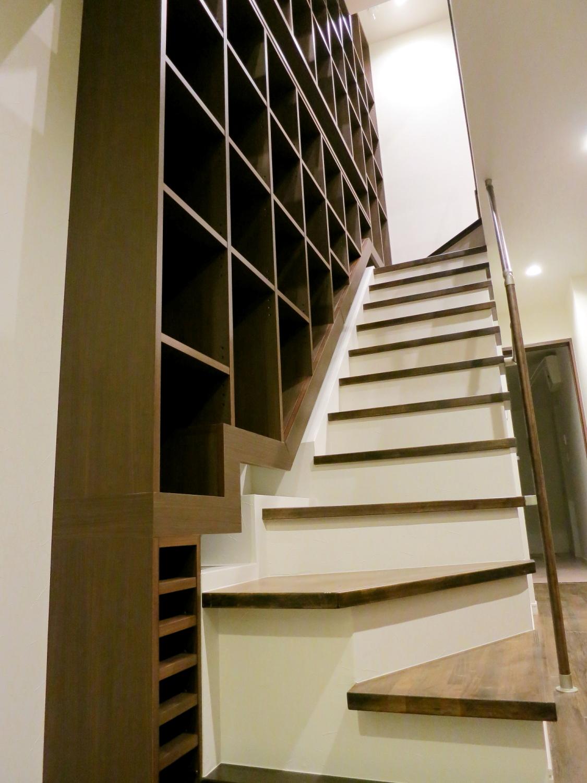 階段の隙間を利用した階段家具1