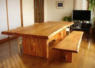神奈川のオーダー家具ユウキが作ったご自宅の庭のケヤキで作ったダイニングテーブル