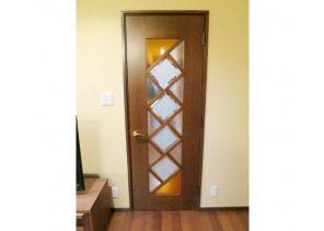 建具 デザインガラスを組み合わせたリビングドア