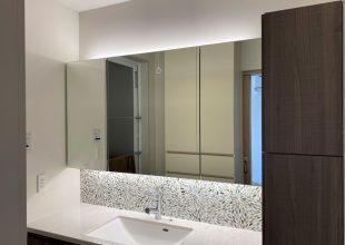 新築住宅の『三面鏡 家具』