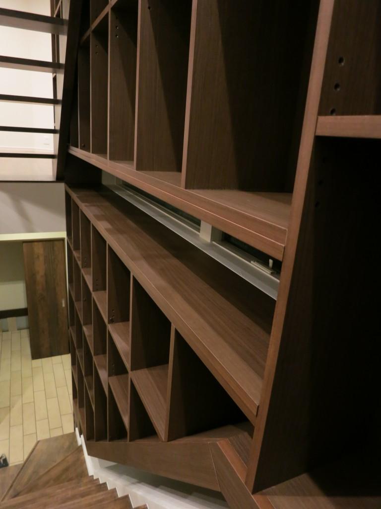階段の隙間を利用した階段家具2