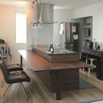 東京のオーダー家具ユウキが作った無垢ウォールナット材のキッチンカウンターです。