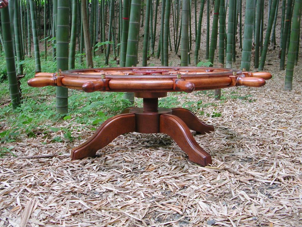 神奈川のオーダー家具屋が作る天板の高さが上下に調整できる舵テーブル (1)