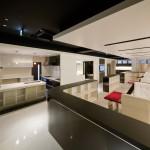 東京のオーダー家具ユウキが作った鏡面塗装・接客テーブル