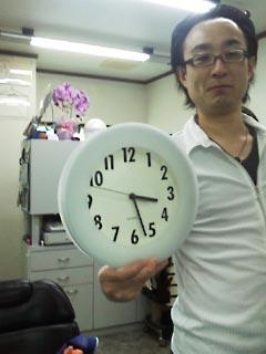 鏡に映った時計