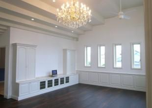 オーダー家具 白が基調で重厚デザインのリビンッグボード・リビングプランです