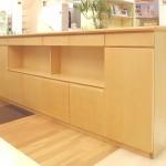 東京のオーダー家具ユウキが作ったボトルストック付きメープル材のキッチンカウンター
