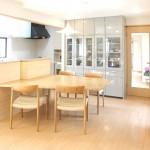 東京のオーダー家具ユウキが作った間仕切りも兼ねたキッチン収納付きテーブル