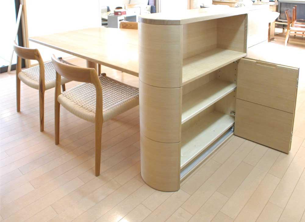 バーチ材のキッチン収納テーブル[3]