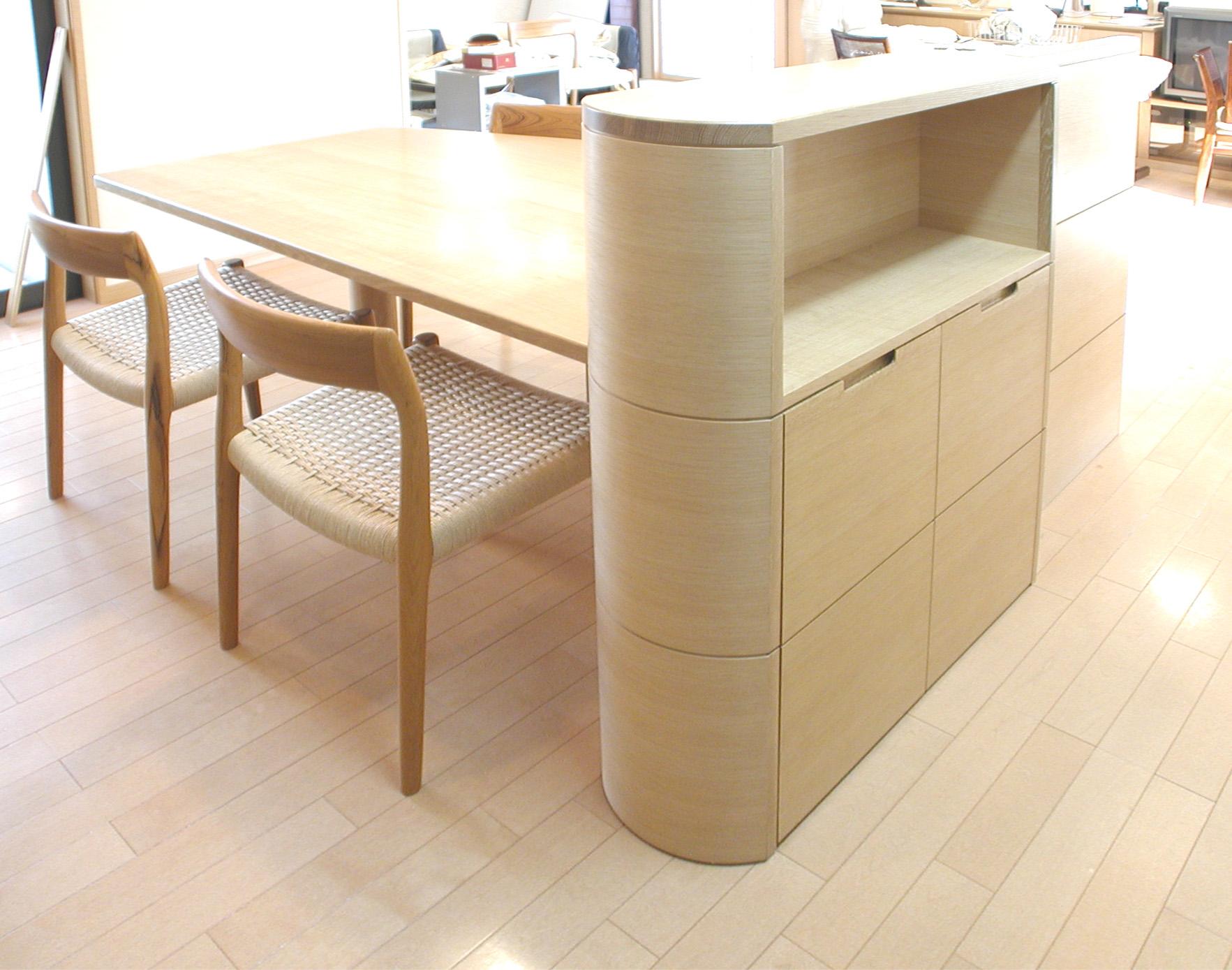 バーチ材のキッチン収納テーブル[4]