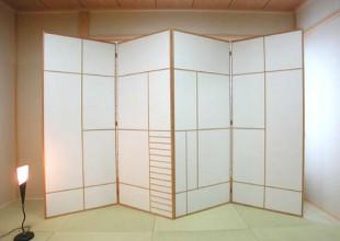 建具 寝室の光を遮る衝立