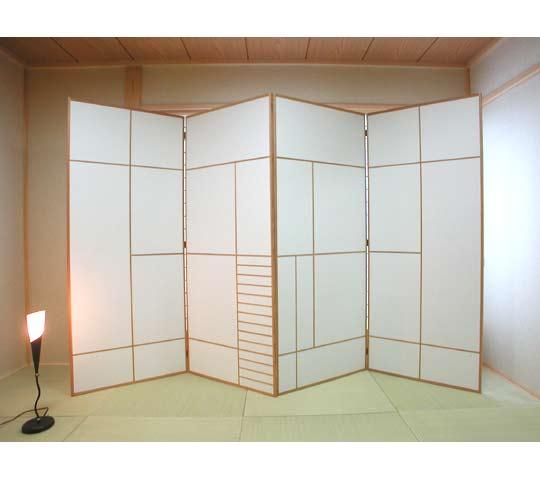 東京のオーダー家具屋の作る寝室の光を遮る衝立