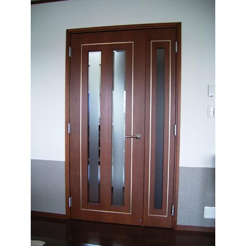 真鍮を象眼したリビングドア1