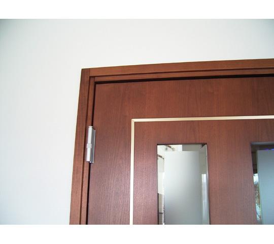真鍮を象眼したリビングドア3