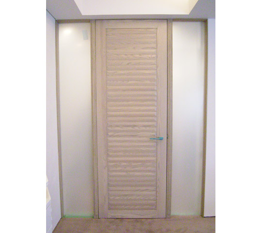 凸凹リビングドア1