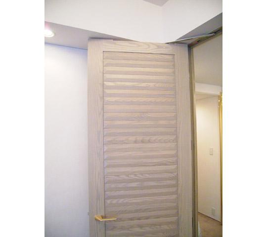 凸凹リビングドア2