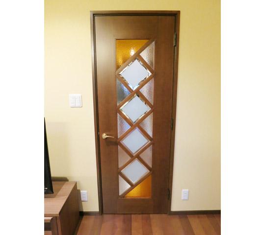デザインガラスを組み合わせたリビングドア1