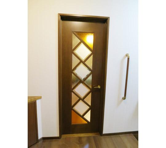 デザインガラスを組み合わせたリビングドア2