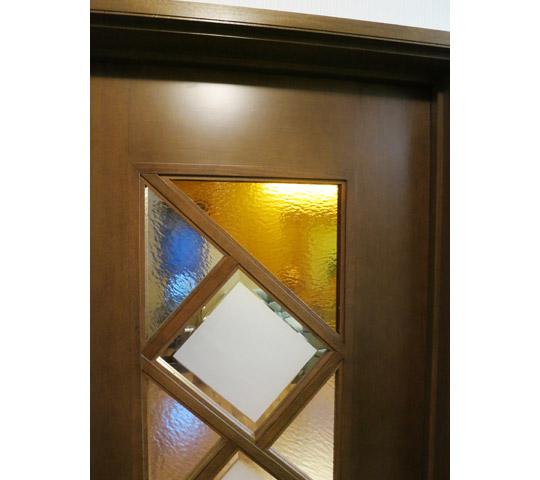 デザインガラスを組み合わせたリビングドア3