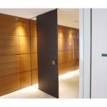 東京のオーダー家具ユウキが作ったレザー(皮)を使用したリビングドアー