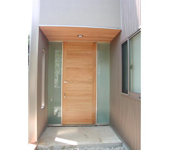 屋外の鍵付ドア1