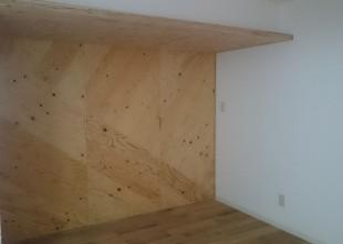 建具 建築での構造材であるカラマツ合板で作るデザイン建具です。