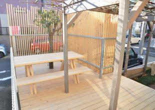天然乾燥の神奈川県産材ヒノキで作ったウッドデッキの8年目をご覧ください!