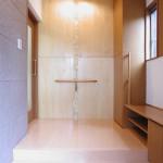 東京のオーダー家具ユウキが作った手摺付き玄関収納
