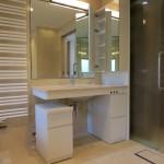 東京のオーダー家具ユウキが作ったあかるく広々とした洗面室