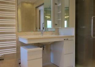 洗面・トイレ収納 あかるく広々とした洗面室