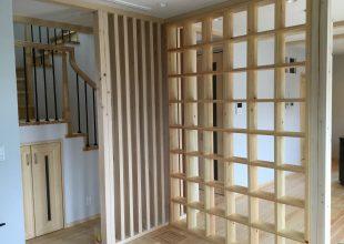 神奈川県産材のヒノキで飾り棚を製作いたしました。