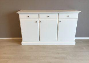 白を基調としたクラッシク家具