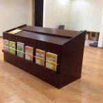 東京のオーダー家具ユウキが作った医院の多目的収納・飾り棚