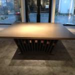 東京のオーダー家具ユウキが作ったカナダが本社で、アパレルブランド店の接客テーブルを製作