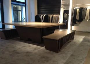 アパレルブランドで、カナダが本社の企業から受注した家具が無事おさまりました。