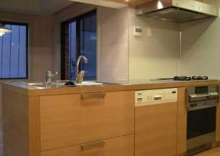 ステンレス天板とホワイトオーク材のオーダーキッチン