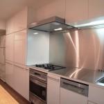 東京のオーダー家具ユウキが作った鏡面メラミン材のオーダーキッチン