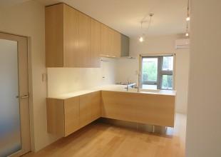 リフォーム メープル材(板目)を使用した対面式キッチン