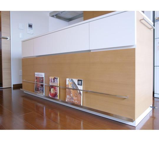 雑誌が飾れるキッチンカウンター3