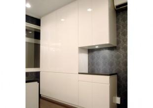 シンプルで高級感あるキッチン収納