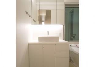 洗面・トイレ収納 三面鏡として使える洗面収納