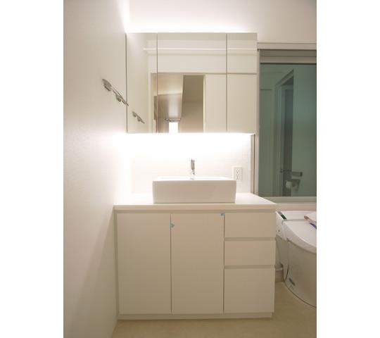 三面鏡として使える洗面収納_1