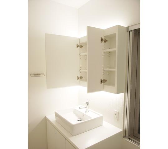 三面鏡として使える洗面収納_2