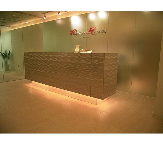 波模様ステンレスの家具1