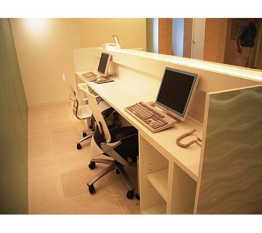 波模様ステンレスの家具2