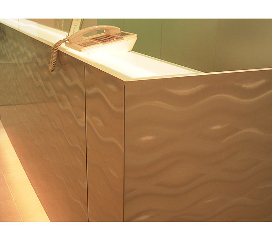 波模様ステンレスの家具3