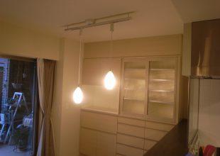 オーダー家具 『壁にビスを打たないで設置した食器棚』(K-034)