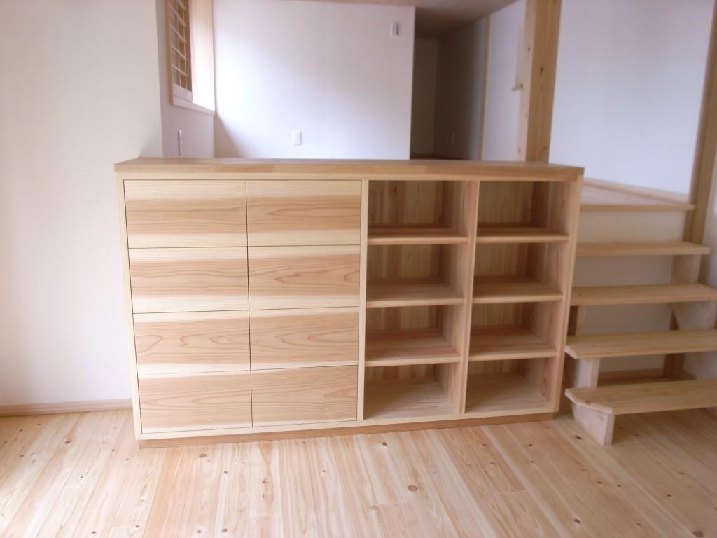 東京のオーダー家具屋の作る杉材を使用した収納ボード2