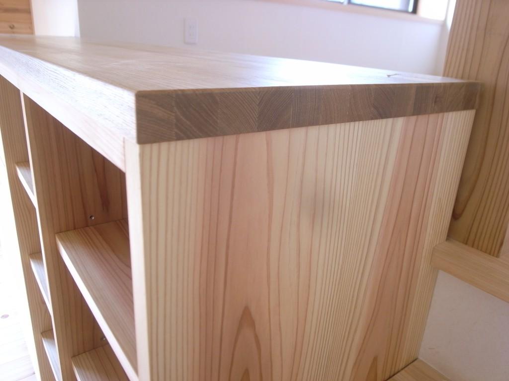 東京のオーダー家具屋の作る杉材を使用した収納ボード3